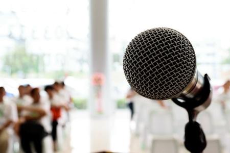 mikrofon_reden_vortrag_ansprache_123rf